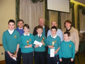 Runners up, Gaelscoil Claremorris, pictured with Cumann na mBunscol Officers Tony Fahy, Pat Dowling and Quizmaster Dermot Keane and their teacher Máire Uí hUiginn